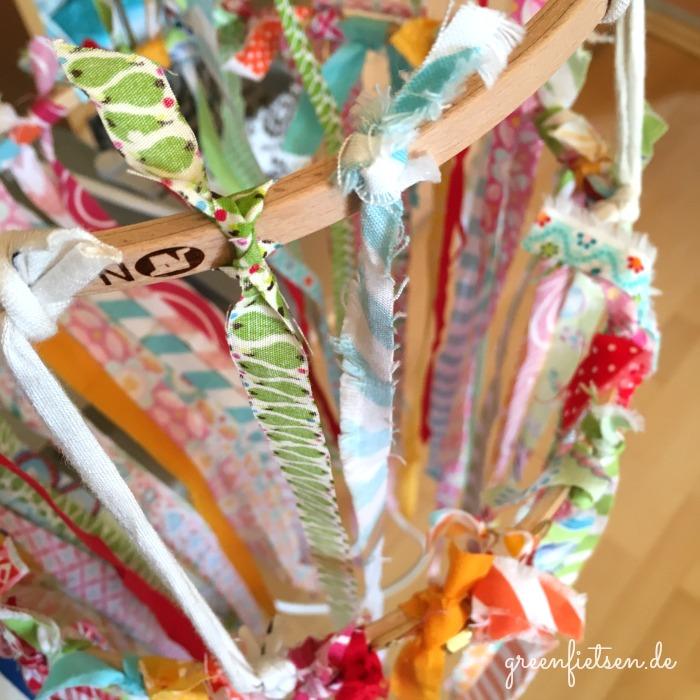DIY-Tutorial | Summerfeeling - Windspiel aus Stoffresten