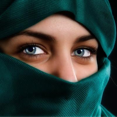 Resultado de imagem para Mulher árabe só mostrando os olhos