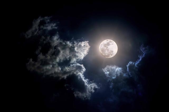 Lua em sua fase cheia mostra ainda mais claramente seu brilho