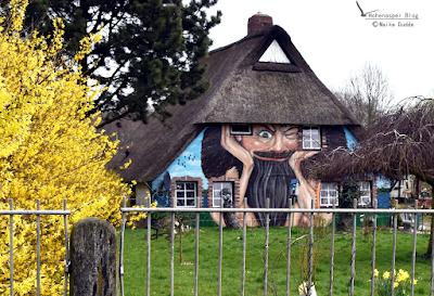 Ein Haus beobachtet