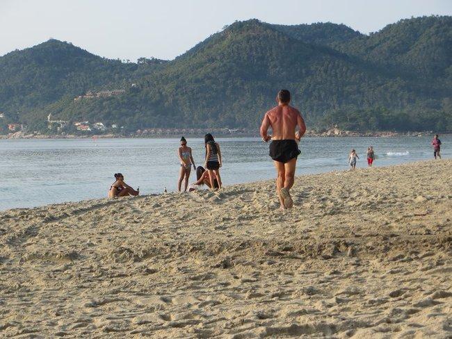 пробежка по пляжу САмуи таиланд