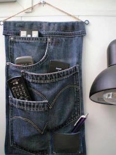 Kerajinan Tangan : Manfaatkan Celana Jeans Bekas Menjadi Alat Gantungan