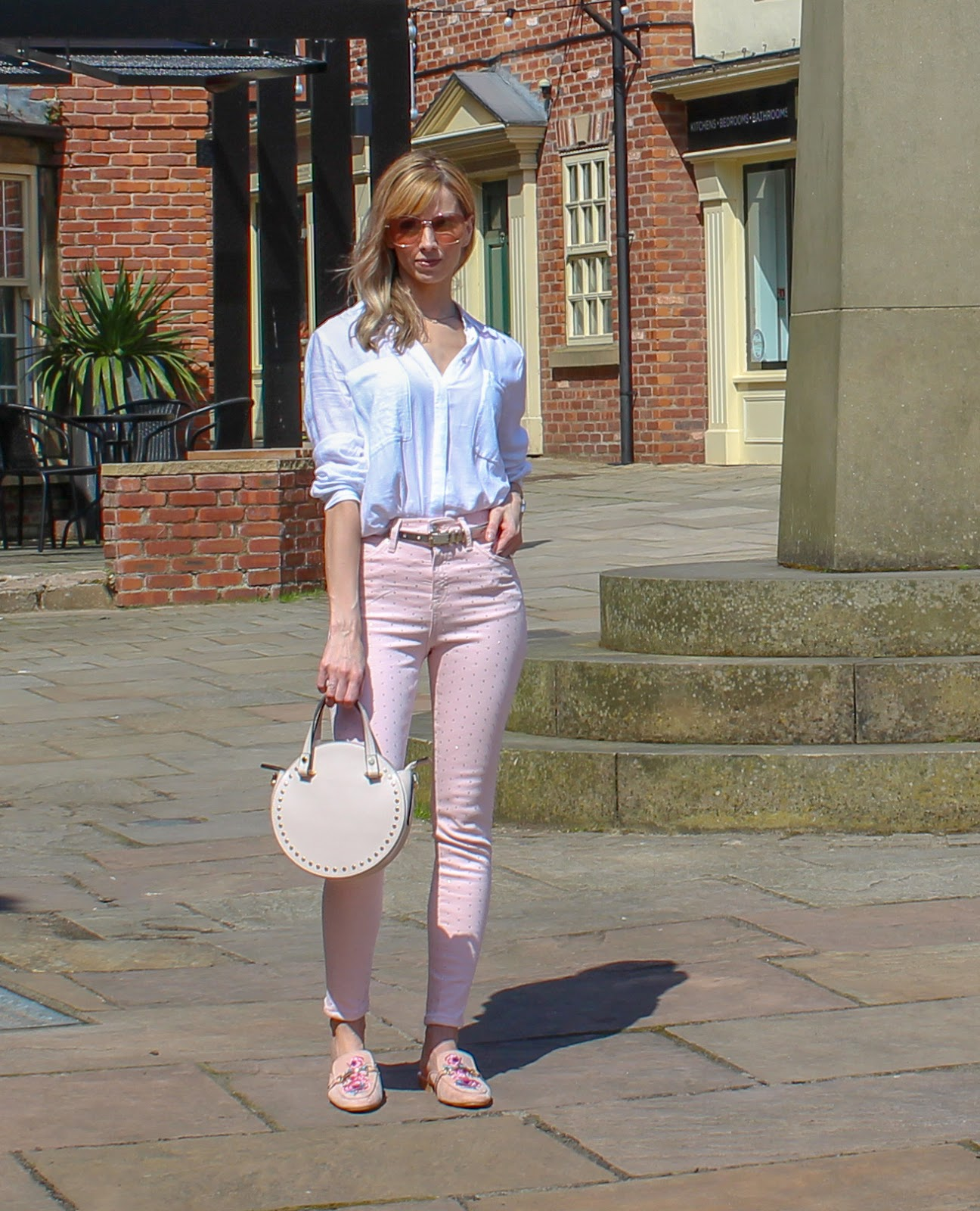 How To Wear Coloured Jeans - 3