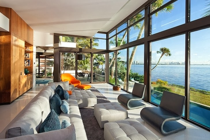Modern living room in an Amazing Coral Gables House by Touzet Studio