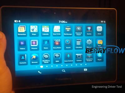 El día de hoy se ha filtrado una imagen la cual muestra el OS 10 corriendo en la Tablet BlackBerry PlayBook, Como se puede ver en la imagen la los mismos iconos que están en OS 10 se encuentran en la PlayBook. La imagen fue subida a un Foro y según la persona que la subió La PlayBook se está ejecutando en el OS 10 sin embargo, es una versión de prueba de ingeniería con los controladores, Es decir, Se prueban los controladores de la tablet y se pueden instalar cientos de aplicaciones. Una cosa bien interesante que se puede