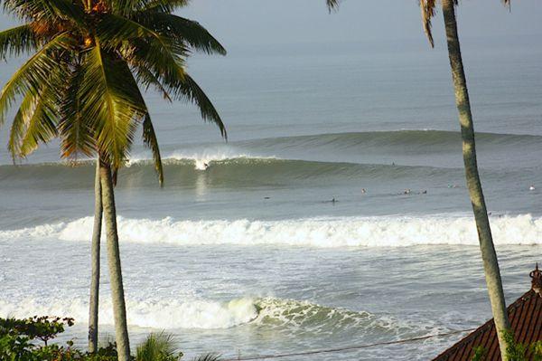 Berselancar di Pantai Balian - Tempat wisata di Tabanan Bali