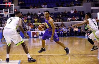 TNT Jayson Castro dribbling ball