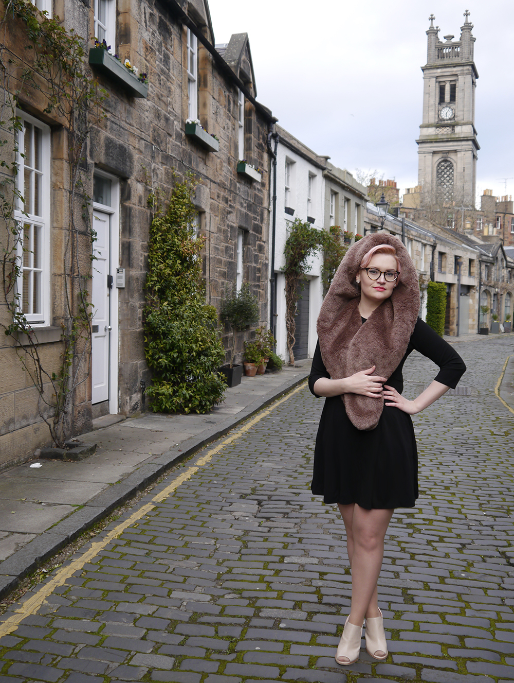 limited edition Chouchou Hollywood hood, #HOODSTYLIN, #HOODGIRLS, Dione Bowlt ceramic earrings, Stockbridge best streets, Edinburgh street style, natural light blog photography, street style in Circus Lane Edinburgh, candyfloss hair DIY,