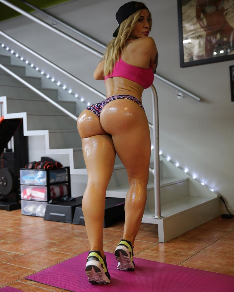 Victoria Lomba the Queen of fitness