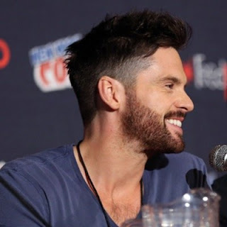 Tom Riley wife, lizzy caplan, actor, movies and tv shows, da vinci's demons, park, wiki, biography