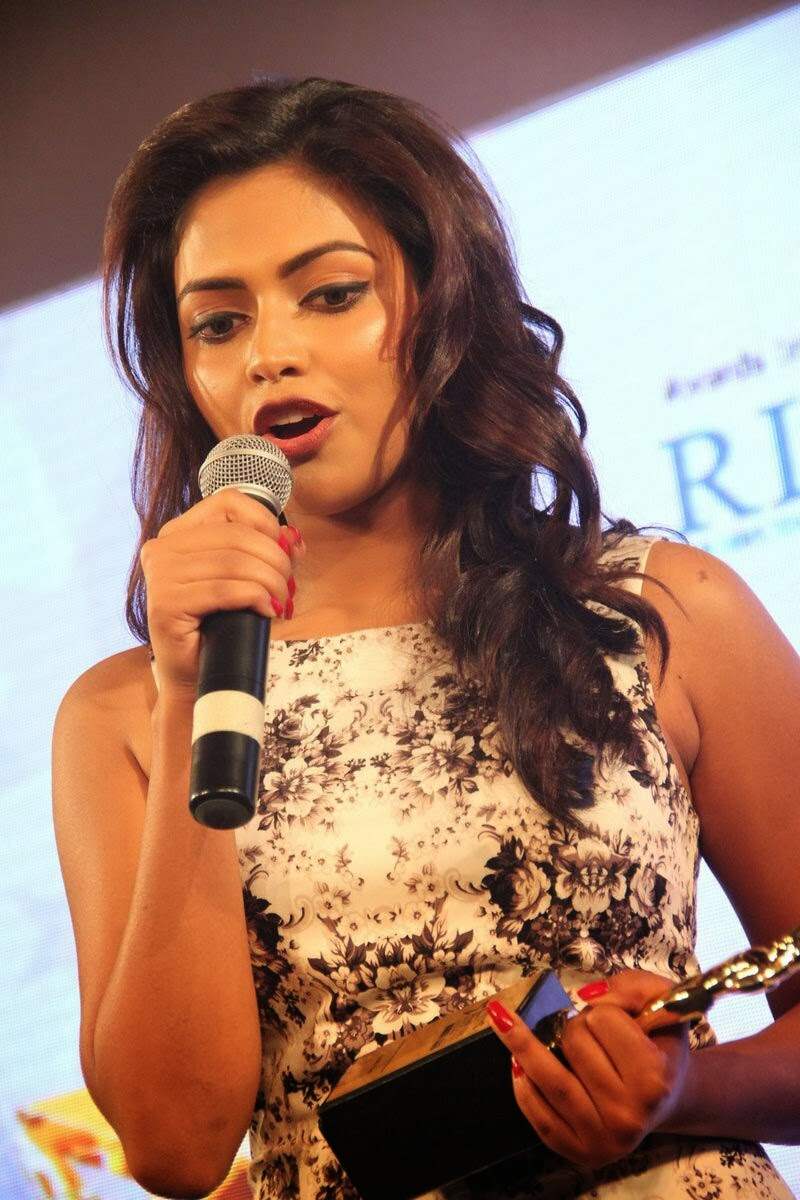 Amala paul hot photos at audi ritz icon awards 2013