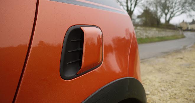 Renault Twingo GT side scoop