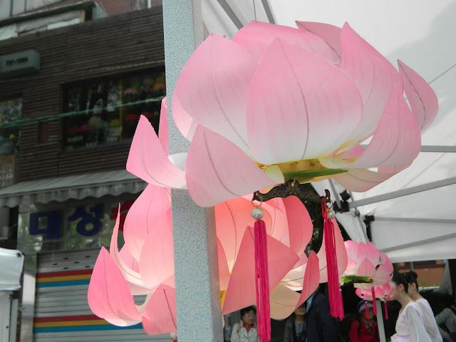 Lotus lanterns made from cloth