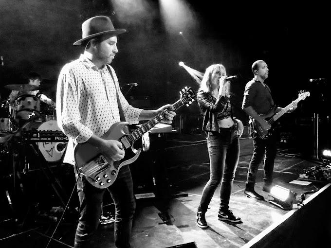 Dressed To Rock: Metric im Frankfurter Gibson