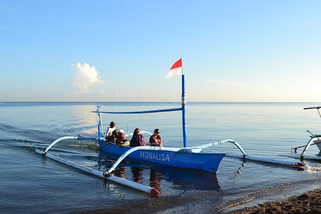 Tempat-tempat Keren Yang Wajib Dikunjungi Saat Di Bali 04 Pantai Lovina