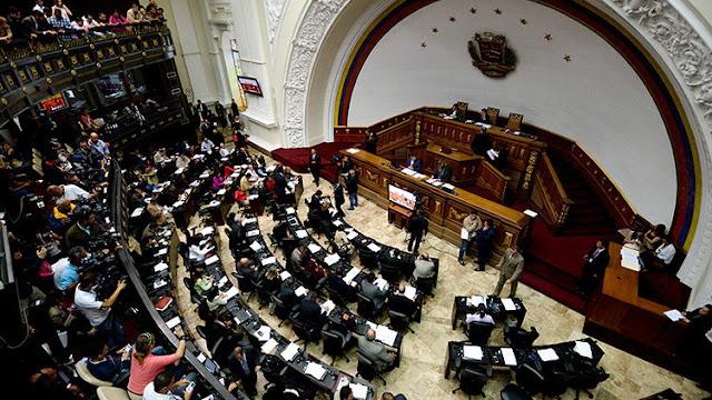 Venezuela: El Parlamento aprueba un acuerdo que podría dar paso al juicio político de Maduro