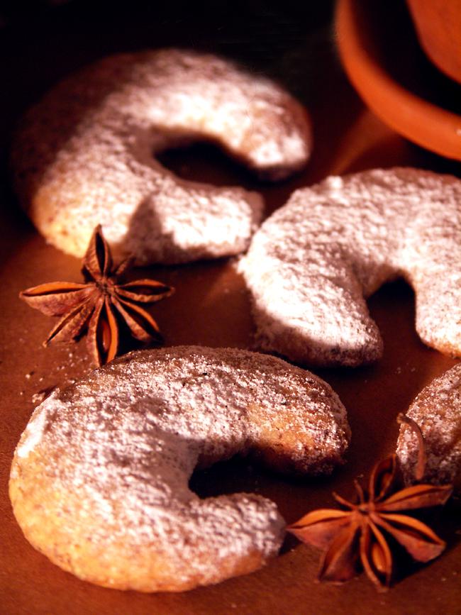 kruche ciastka rogaliki orzechowo-waniliowe