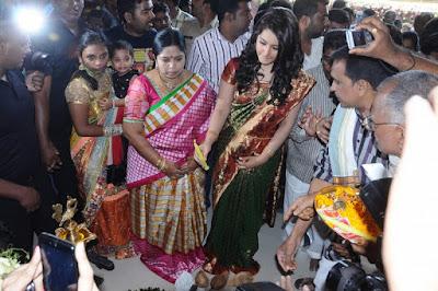 Rashi-Khanna-Launches-vastralakshmi-mall
