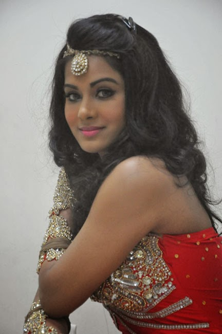 Voluptuous Rachana maurya hot photos in dancing costume