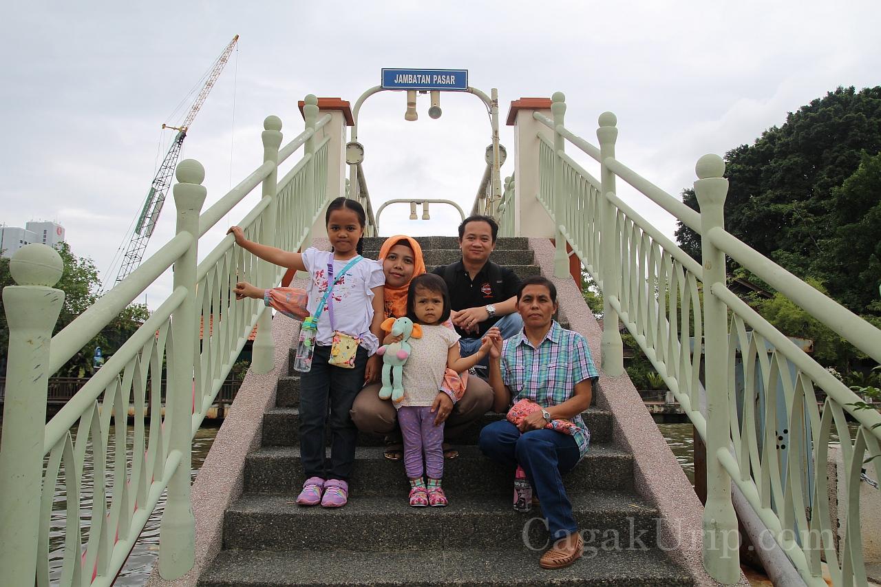 Jembatan Pasar Melaka River