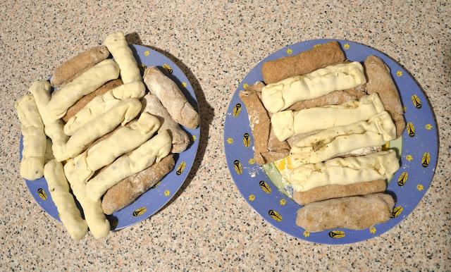 Paluszki Fatimy z nadzieniem. Jedne z mięsem a drugie wegetariańskie