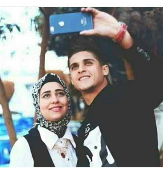 صور احمد الشيخ مع خطيبتة