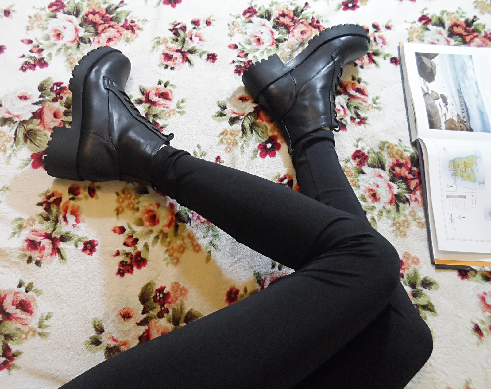 fashion blogger liz breygel boots shoes review pctures cyber monday giveaway