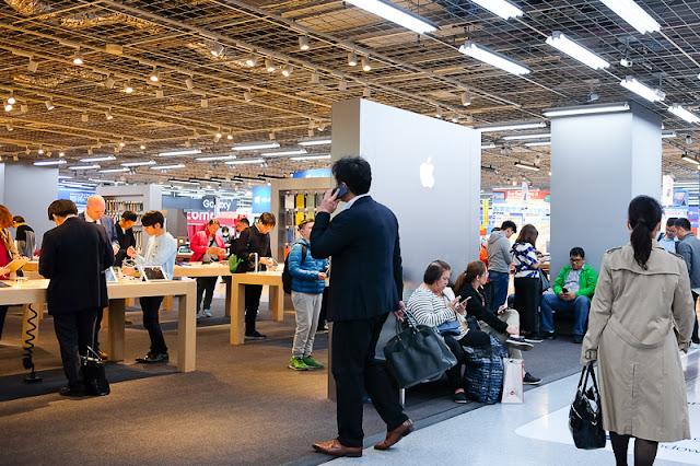 Apple Store, Yodobashi Akiba, Akihabara, Chiyoda ward, Tokyo.