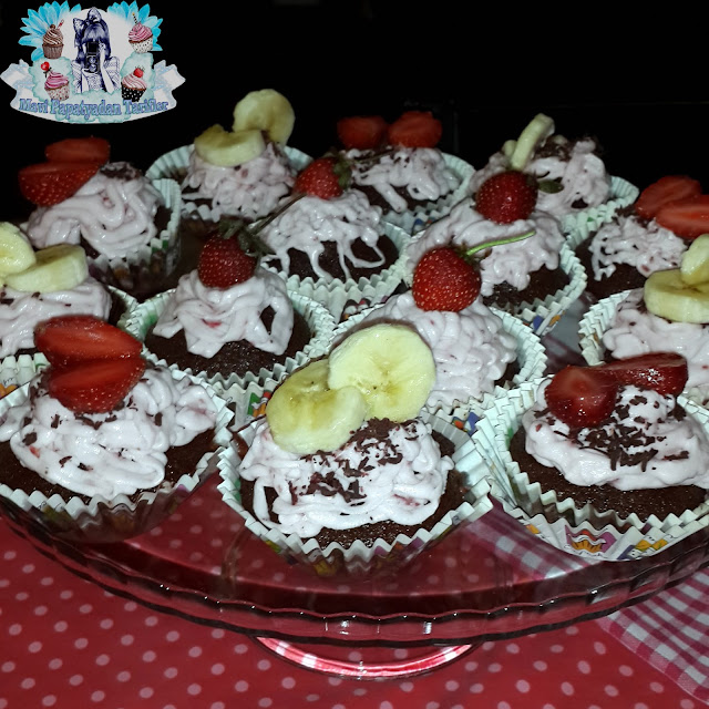 cilek kremali meyveli cupcake tarifi, çilek kremalı meyveli cupcake tarifi, cupcake tarifi,