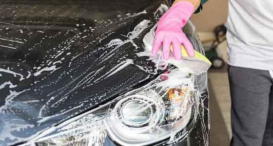 cara merawat mobil berwarna cerah agar tetap kinclong