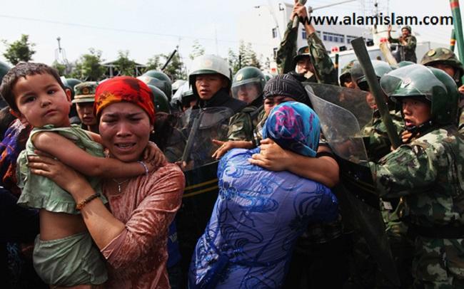 Kedzoliman Tiongkok kepada muslim Uighur wajib dihentikan oleh negara yang lebih perkasa dari mereka.