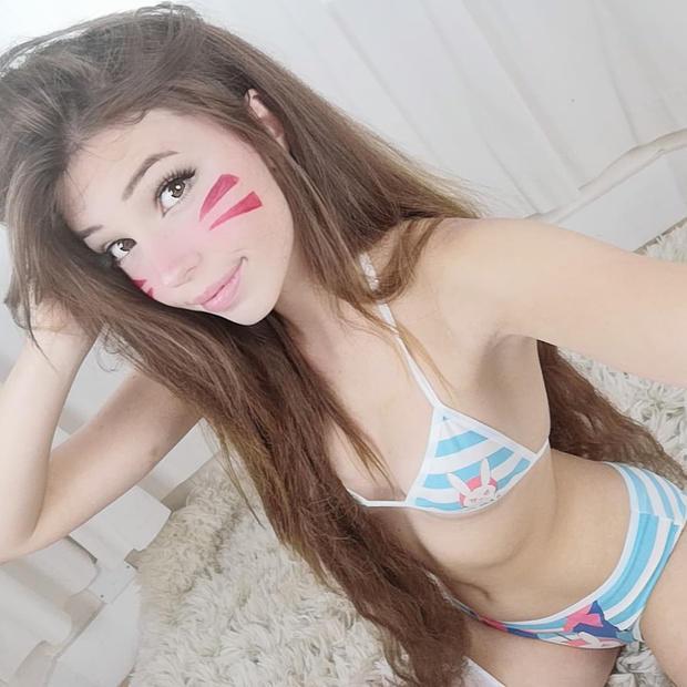 belle delphine sexy d.va bikini cosplay 02
