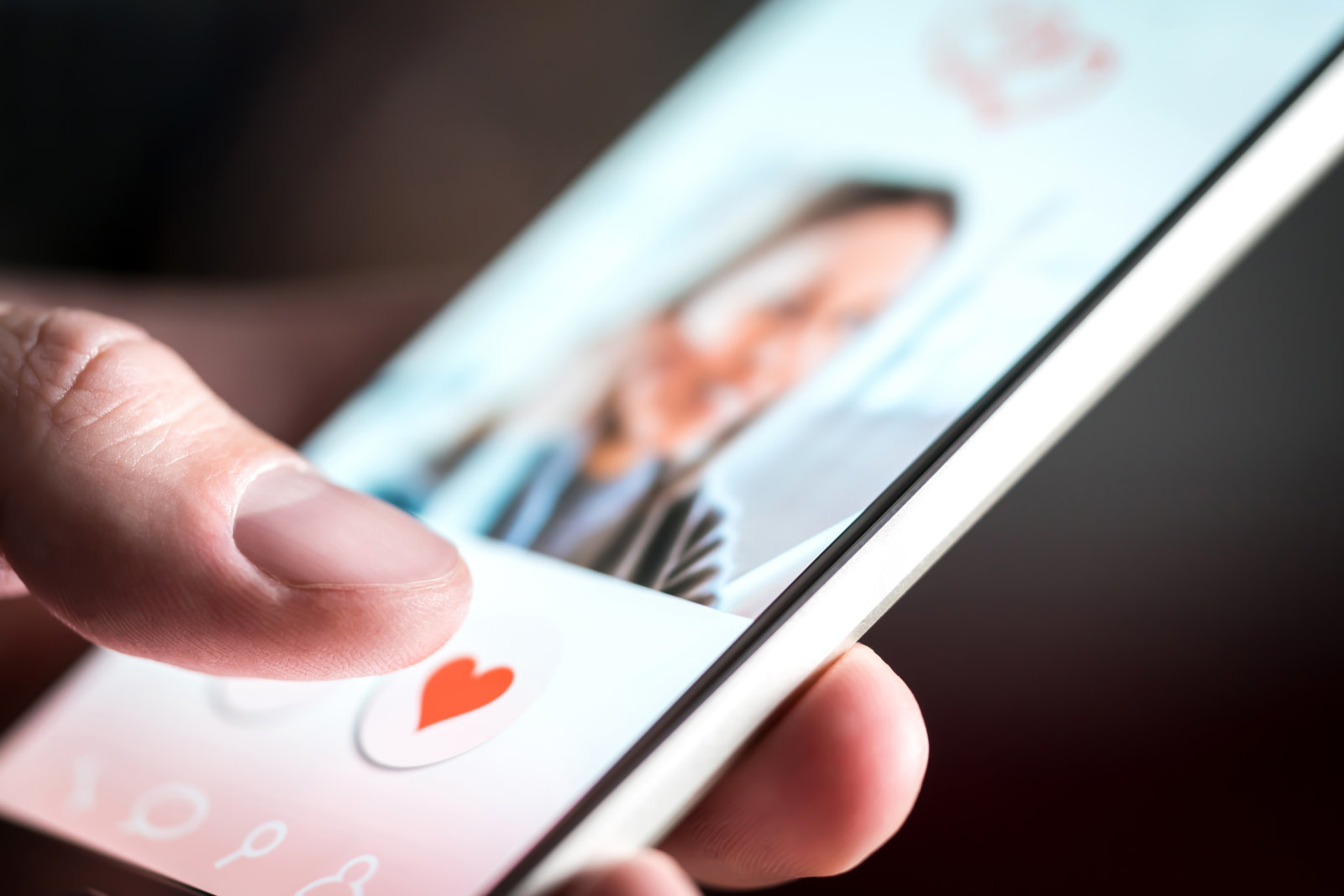 The median cost for online dating scams is 7 times higher than regular online scams, but when done correctly online dating can be perfectly safe. This infographic outlines common scams and how to avoid them when looking for love online