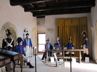 A room at the Murat museum in Pizzo imagines the scene as Murat appears before the Bourbon tribunal