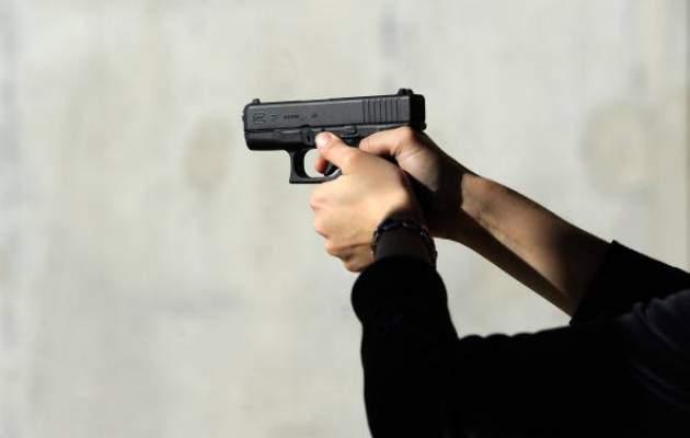 البيضاء..شرطي يضطر لاستعمال سلاحه الوظيفي لتوقيف شخص عرض المواطنين للخطر