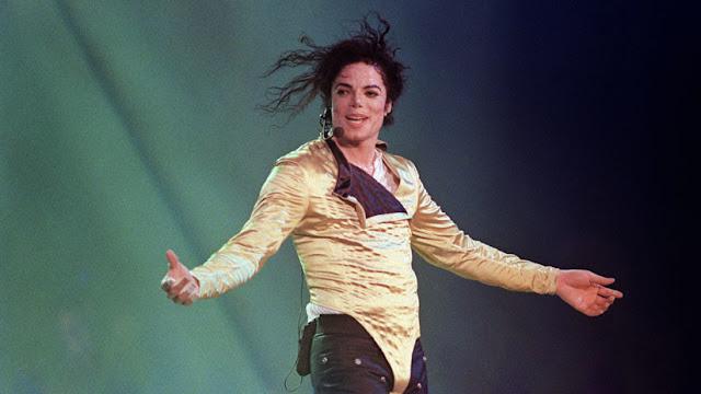"""Subastan los zapatos que Michael Jackson utilizó durante el primer paso de """"moonwalk"""""""