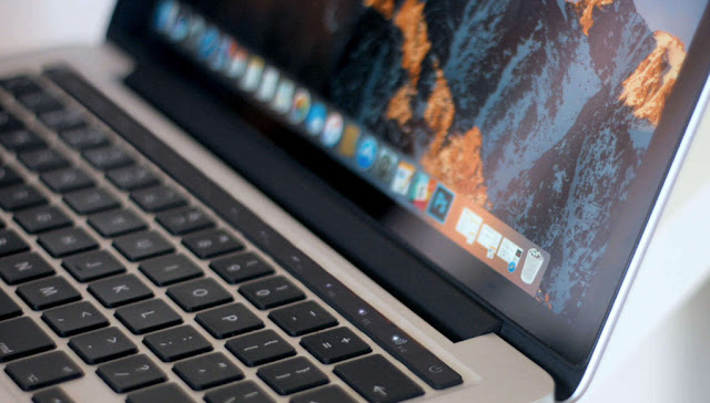 """MacBook-Pro-TouchBar-Web-2-1021x580 The new 13 """"MacBook could be presented in June Technology"""