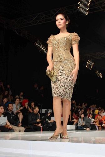 Model Kebaya Pendek Anne Avantie Untuk Wisuda