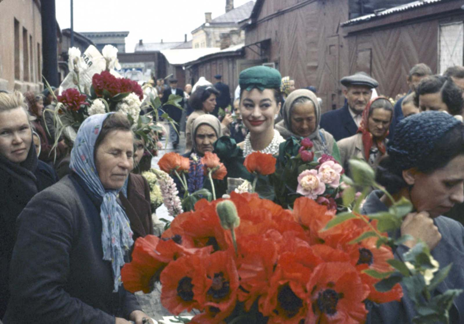 At the flower market at Paviletsky.