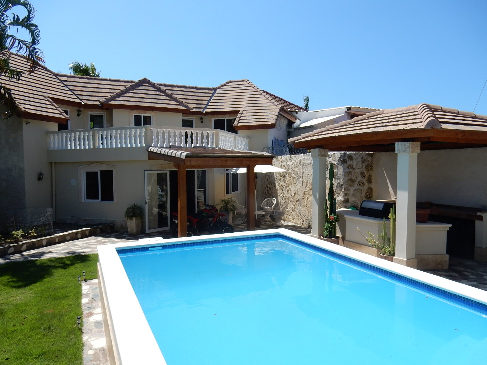 SV1046 - Cozy house with swimming pool