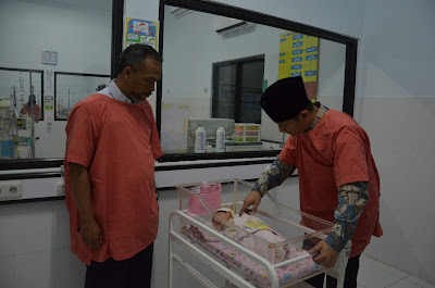 Tinjau Bayi Lahir di Tepi Jalan, Wabup Arifin Menegaskan Pemkab Trenggalek Akan Berikan Perlakuan Sama