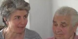 «Θέλω να πεθάνω χωρίς χρέος» – Η έκκληση της νέας «γιαγιάς με τα τερλίκια» – video