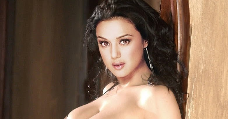 Preity Zinta Bikini 16