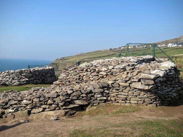 Dublin to Dingle Peninsula road trip - Dunbeg Fort