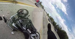 شاهد بالفيديو  الحادث مسؤولية من ؟ سائق الدراجة أم السيارة