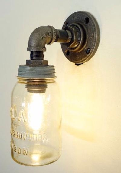 5. Lampu mason bergaya industrial yang simple