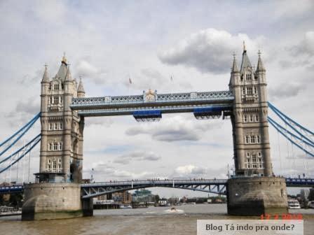 """Conhecendo Londres e Paris de metrô e a Nova York de cinema! Livro """"London London"""""""