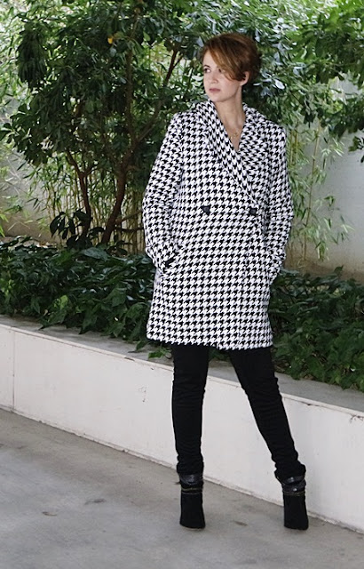 Outfit-Abrigo-pata-gallo-negro-blanco-5