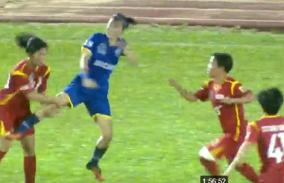 Nữ cầu thủ bóng đá Việt Nam đánh nhau không thương tiếc