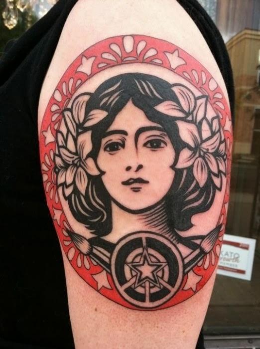 Tatuaje inspirado en la obra de Mucha
